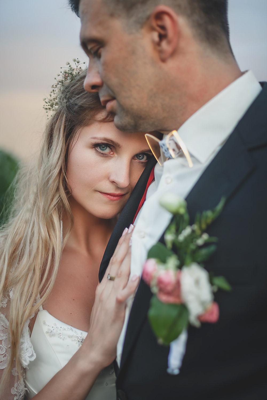Alena Ales Svatba Objeti Rakvice Zapad Slunce Vinohrad | Svatby | Roman Kozák